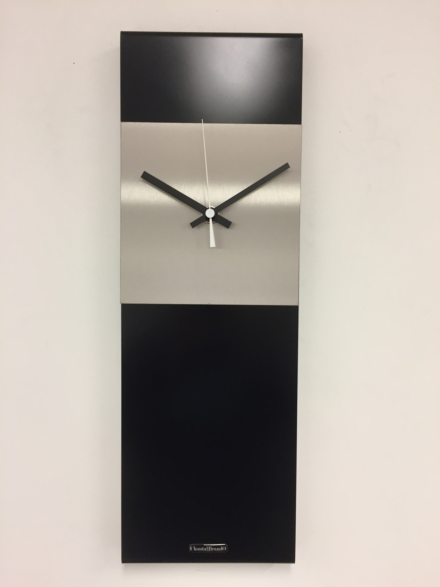 ChantalBrandO Wandklok LaBrand Export Design Black & White Pointer Modern Dutch Design