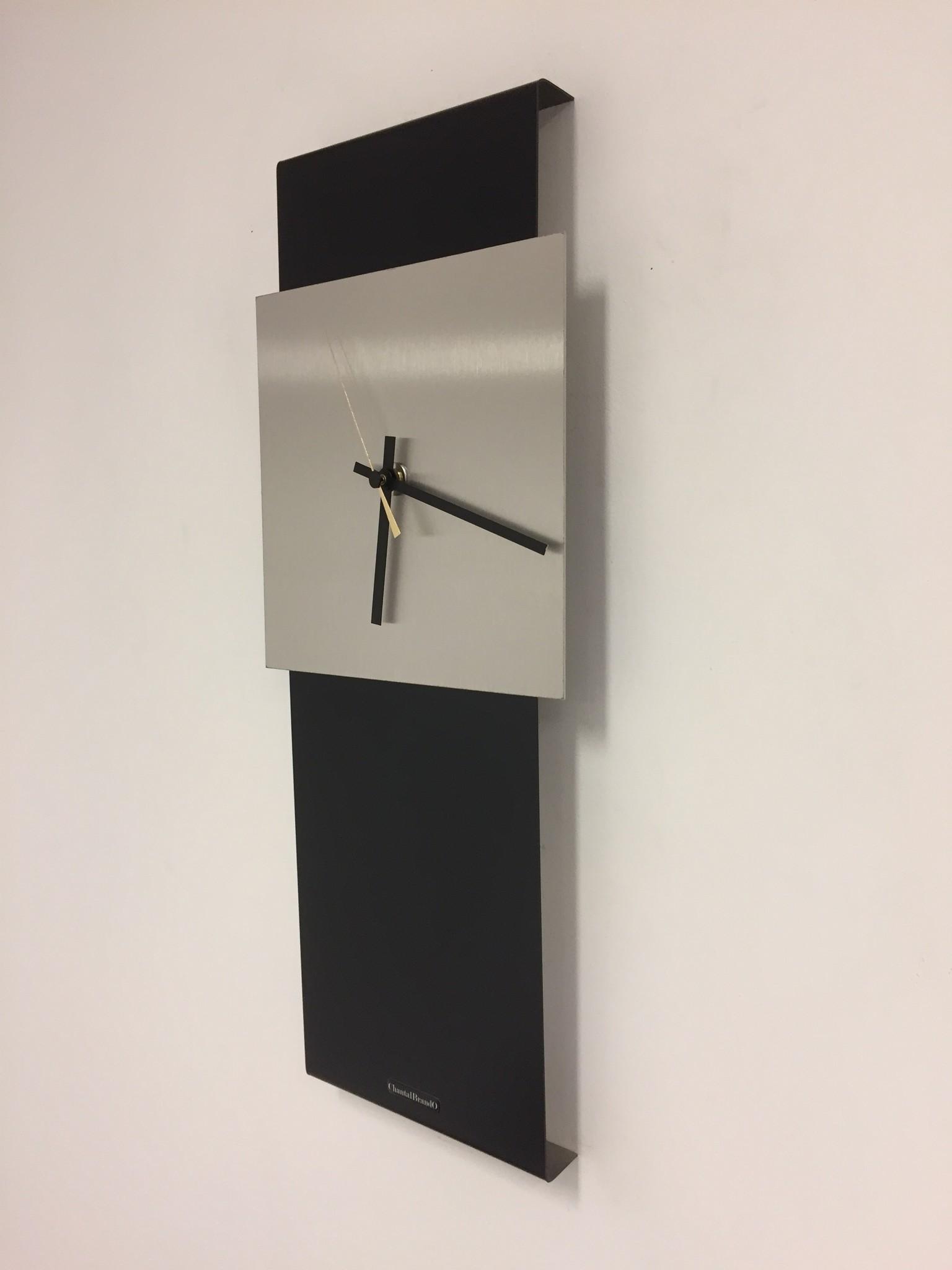 ChantalBrandO Wandklok LaBrand Export Design Black & Gold Pointer modern design
