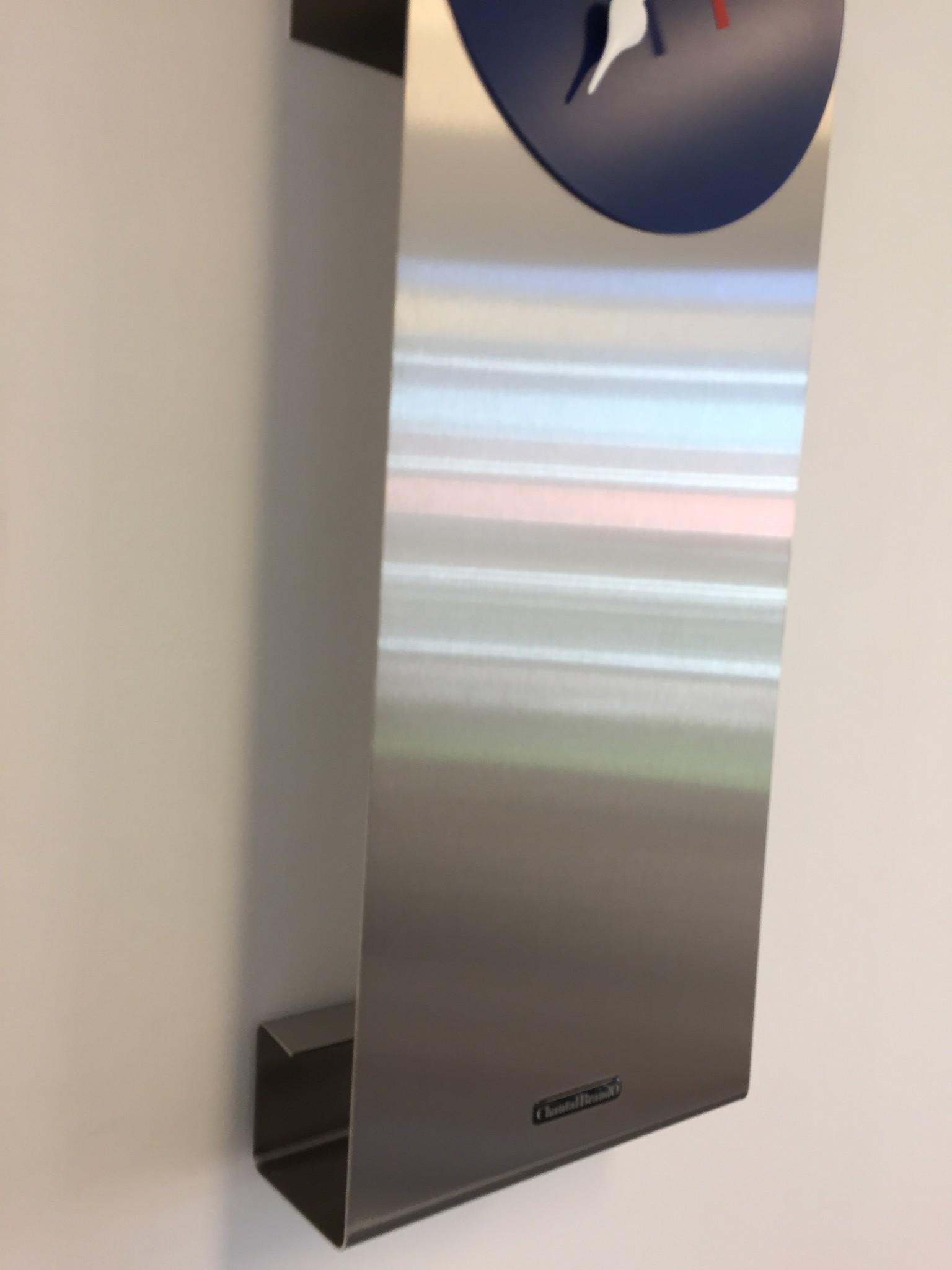 ChantalBrandO Wandklok Manhattan Blue & RED Pointer Modern Dutch Design