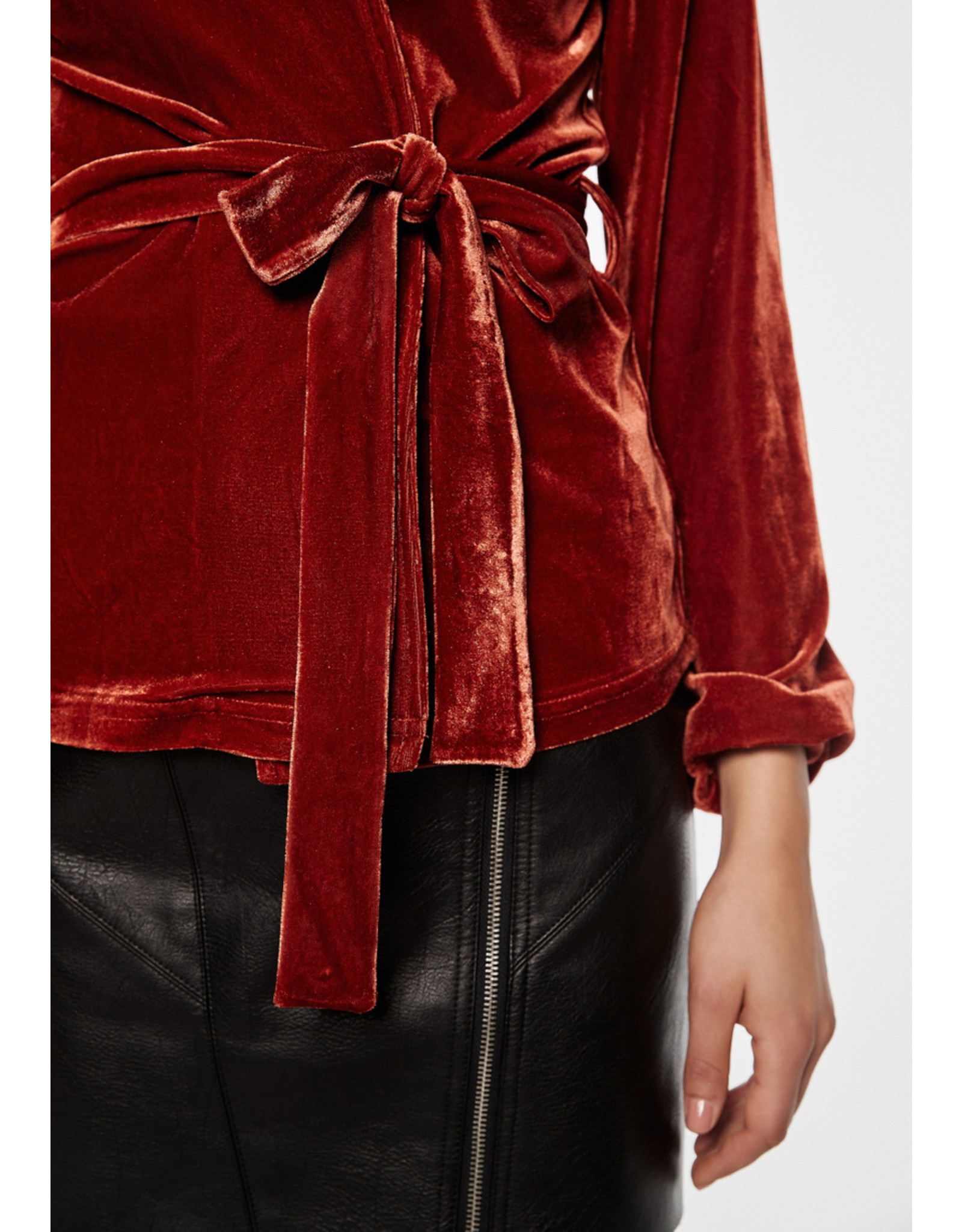 Rut & Circle Gina Velvet Top