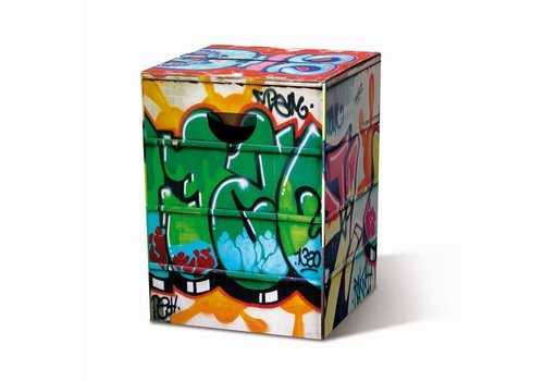 Remember Remember Kartonnen stoel - Graffiti