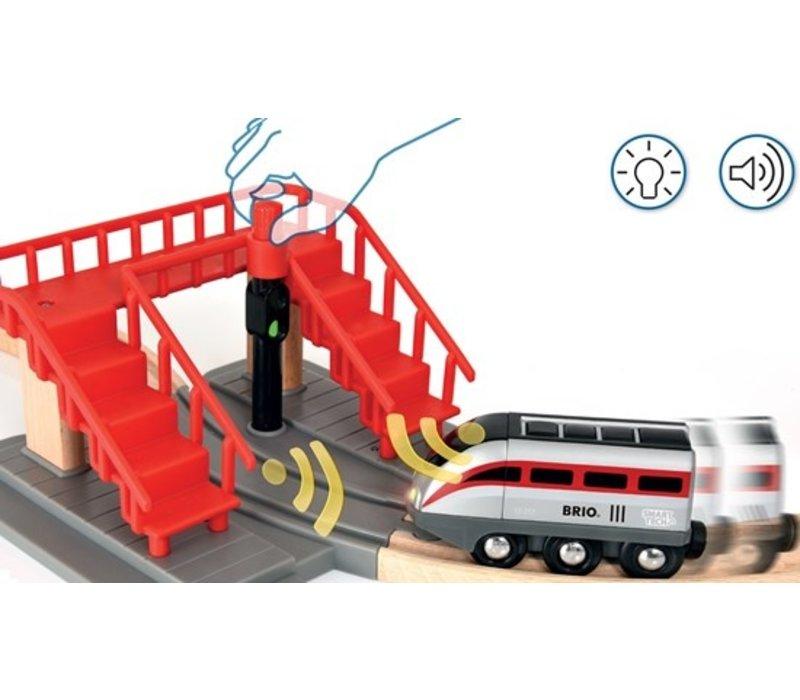 Brio Smart Tech Locomotiefset met Actietunnels