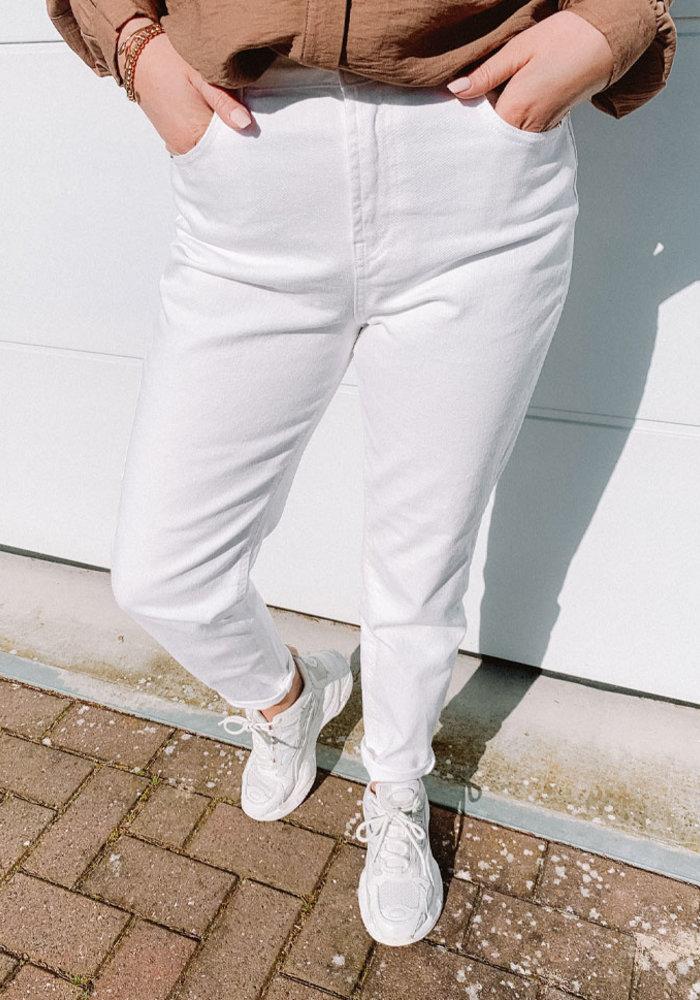 Leah - White Mom Jeans