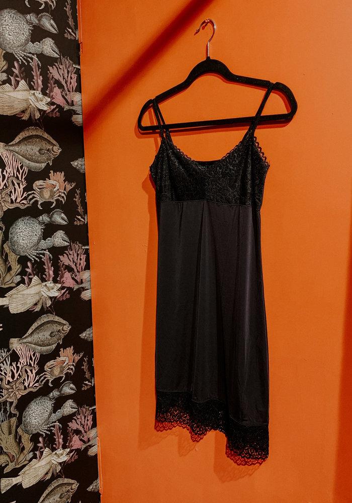 TilTil- Lace Slip Dress
