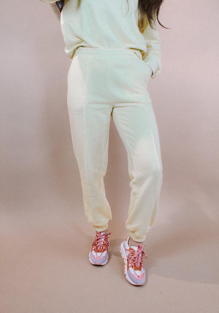 NAKD - Cropped Sweatpants Yellow