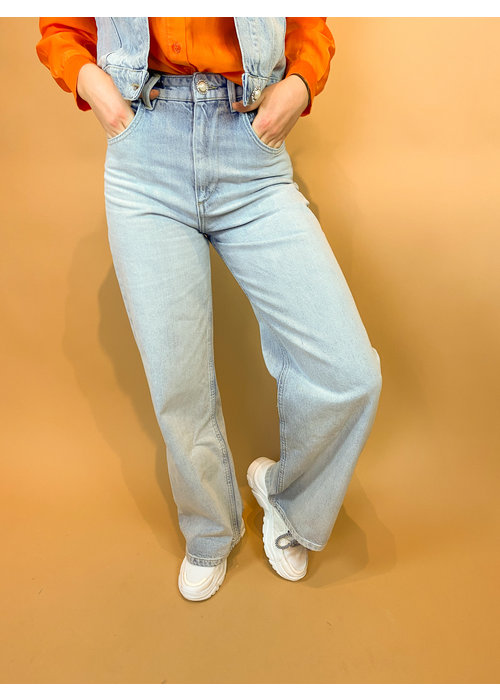 Homage Homage - Farrah - Wide Leg Jeans With Triangle Back - Light Wash