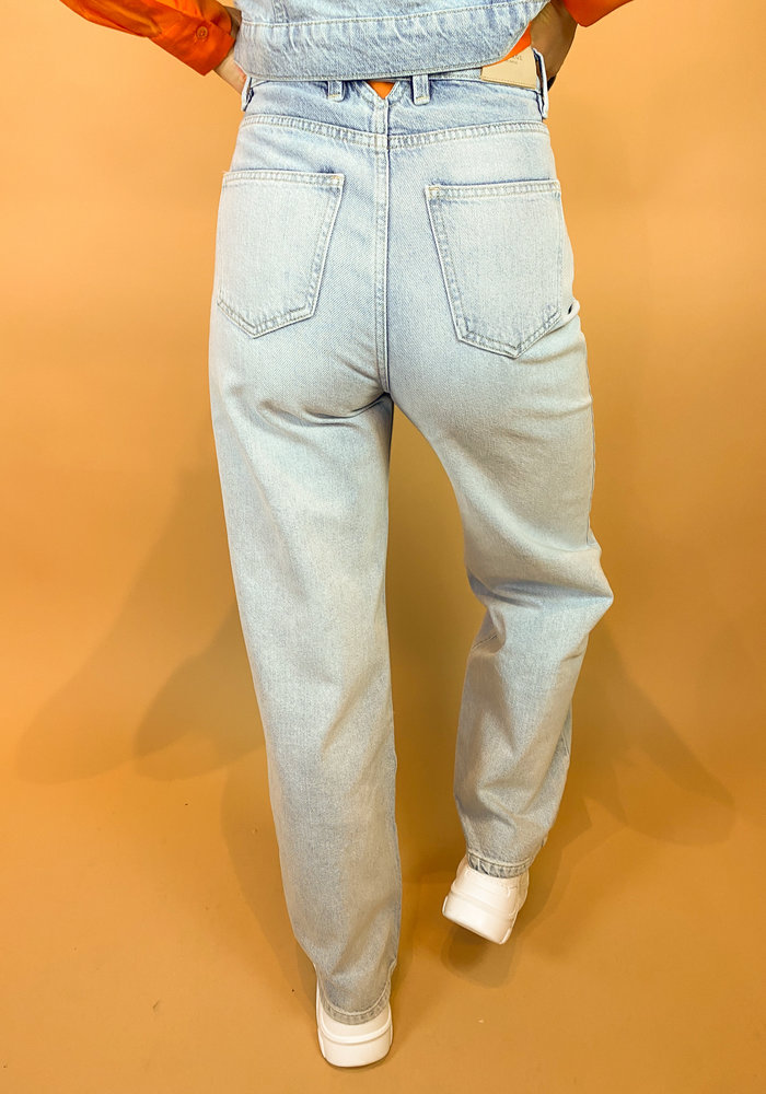 Homage - Farrah - Wide Leg Jeans With Triangle Back - Light Wash