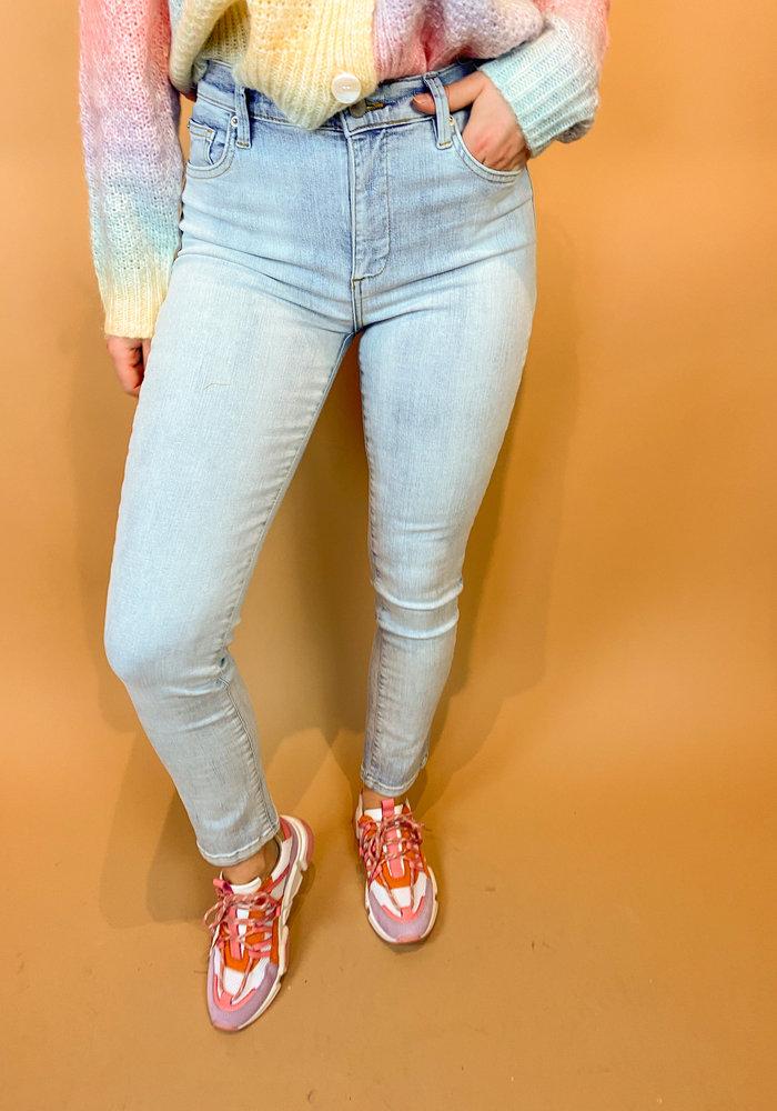 Homage - Sarah - Stretchy Straight Jeans - Light Wash