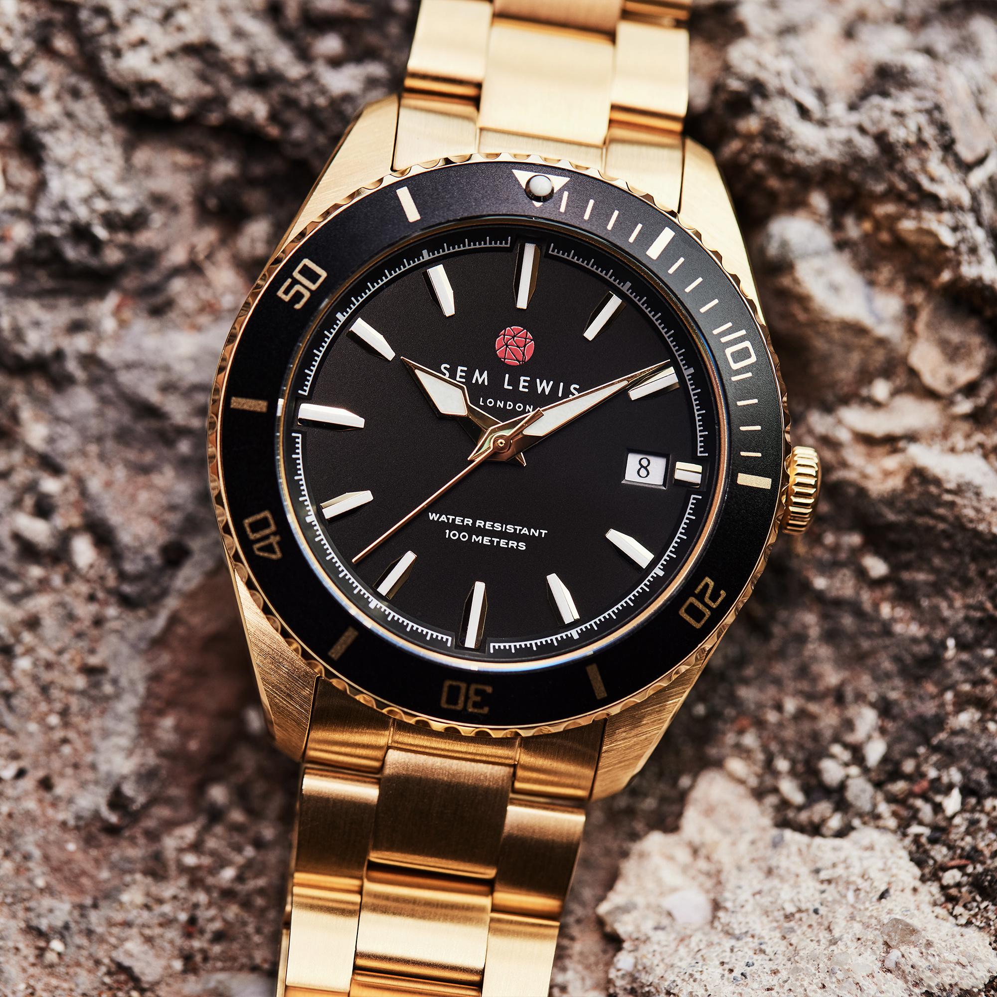 Sem Lewis Lundy Island Diver ur guldfarvet og sort
