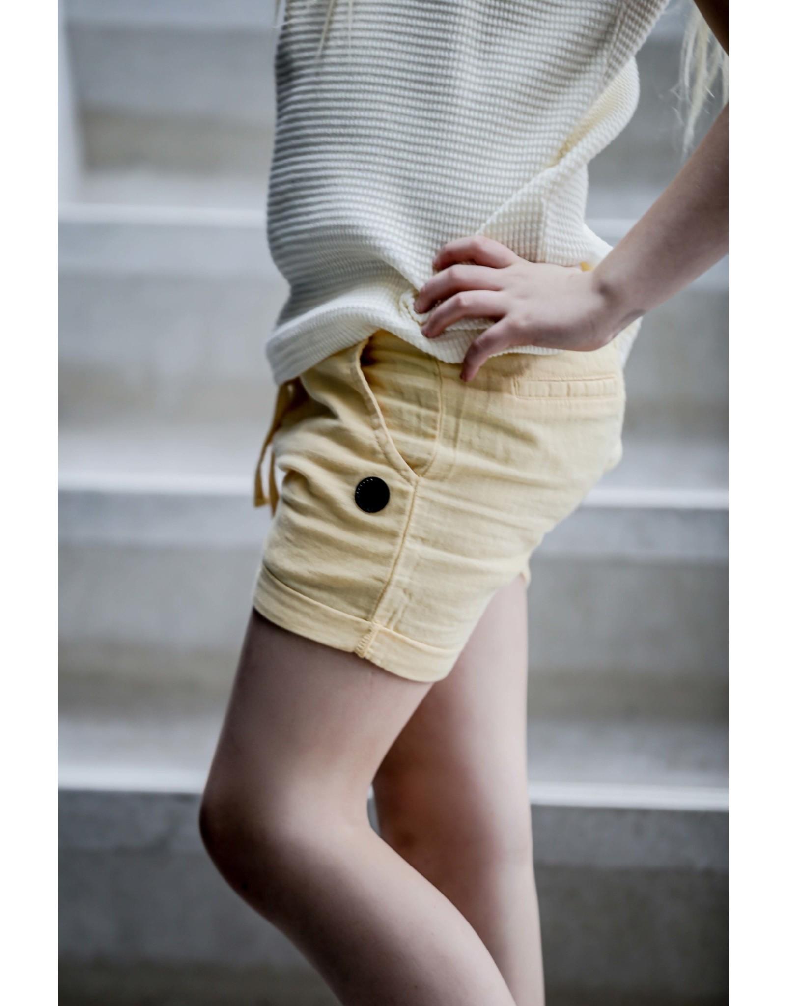 LEVV Levv meisjes korte linnen broek Noel Sahara Yellow