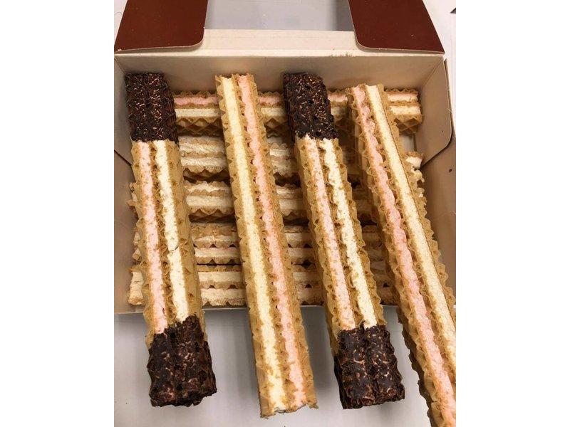 Schaum-Waffelstangen / Schnitten mit Fruchtschaum und Schokolade vorsortiert