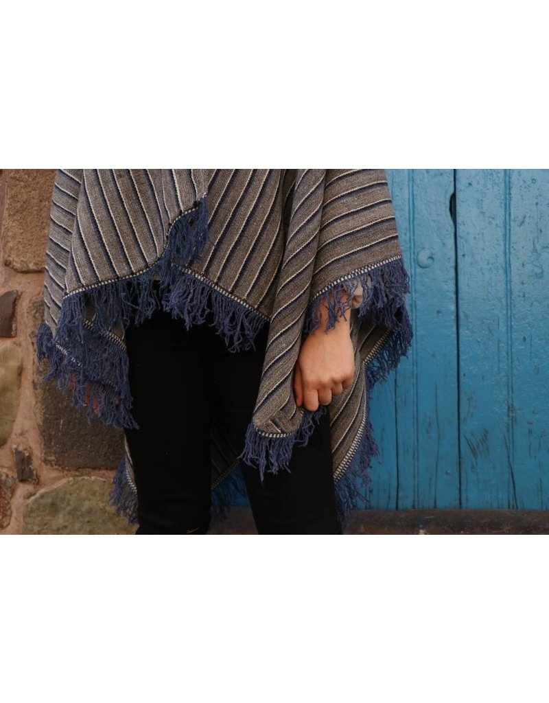 Threads of Peru Angelina Handgeweven Cape - 100% alpaca