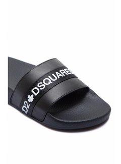 1. DSQUARED2 Dsquared2 Slipper met merknaam in wit op satijn Zwart