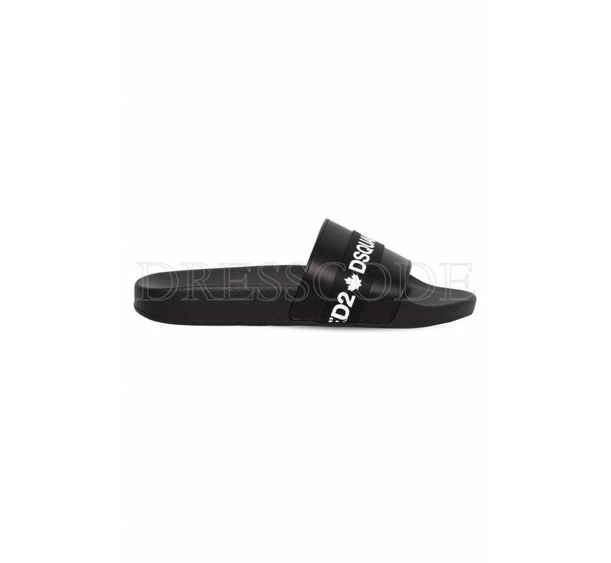 Dsquared2 zwarte slipper met merknaam in wit op satijn
