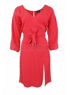 2. ELISABETTA FRANCHI Elisabetta Franchi jurk met v-hals en kant Rood