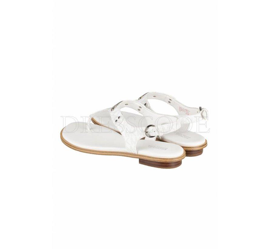 e7b57b27a1b Michael Kors witte sandaal MK plate thong met logo en zilver plaatje ...
