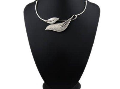 HeviHandmade; Zilveren sieradenlijn Copy of Hevi  Handmade ketting verzilverd met zw.leren ketting