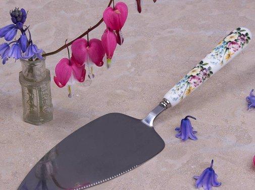 Katie Alice English Garden; Compleet Engels Porseleinen servies met bloemen taartschep