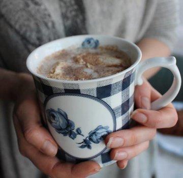 Katie Alice Vintage Indigo; Compleet Engels Servies Blauw Wit Katie Alice Vintage Indigo Gingham Floral Tankard Mug, Swing Tag
