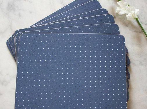 Katie Alice Vintage Indigo; Compleet Engels Servies Blauw Wit Katie Alice Vintage Indigo Pack Of 4 Large Premium Placemats, Acetate Box