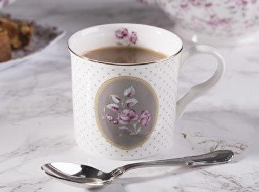 Katie Alice Ditsy Floral; Engels Servies met bloemen Copy of porseleinen mok- wit bloemen