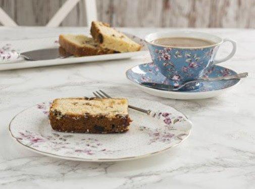 Katie Alice Ditsy Floral; Engels Servies met bloemen 3-delig theeset wit& blauw