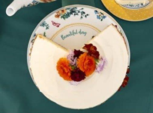 Katie Alice Bohemian Spirit; Engels wit porseleinen servies geel met bloemen Gebloemde Taartplateau op voet