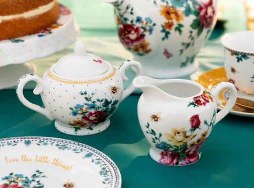Katie Alice Bohemian Spirit; Engels wit porseleinen servies geel met bloemen Suiker en Melkstelletje