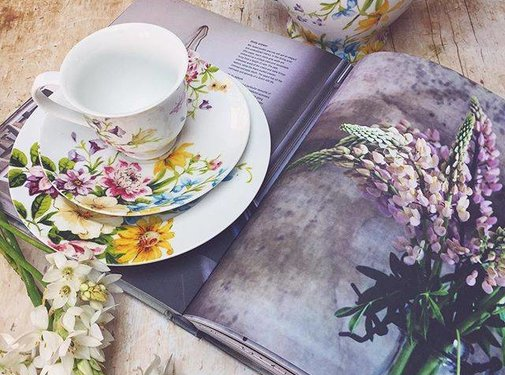 Katie Alice English Garden; Compleet Engels Porseleinen servies met bloemen fine china kop en schotel