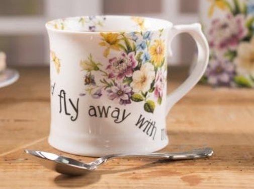 Katie Alice English Garden; Compleet Engels Porseleinen servies met bloemen Porseleinen mok - fly away