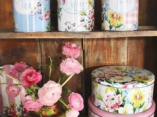 Katie Alice English Garden; Compleet Engels Porseleinen servies met bloemen Voorraadblikken koffie,thee,suiker