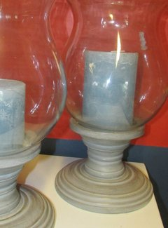 Zisensa, private collection Unieke woonaccessoires Glazen Windlicht op houten voet