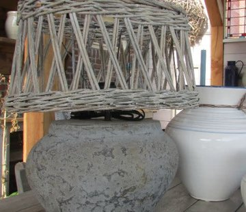 Tom Design; Stoere potterie en houten woonaccessoires Copy of Lampenkap open riet ovaal rond