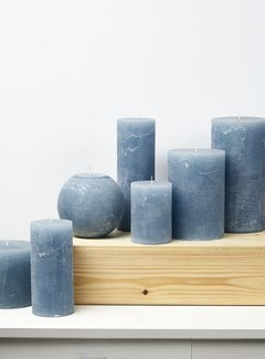 Branded By; Hoge kwaliteitskaarsen Stompkaars licht blauw 1 lont