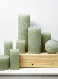 Branded By; Hoge kwaliteitskaarsen Kaars, Stompkaars licht groen 10 x 10 cm.