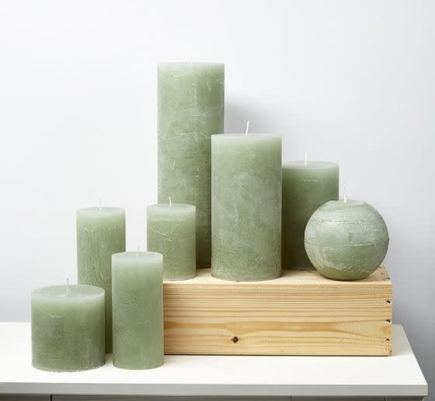 Kaars, Stompkaars licht groen 10 x 10 cm.