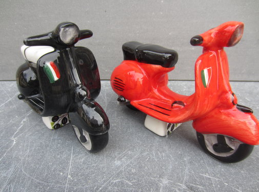 Zisensa, private collection Unieke woonaccessoires Vespa, Scooter zwart