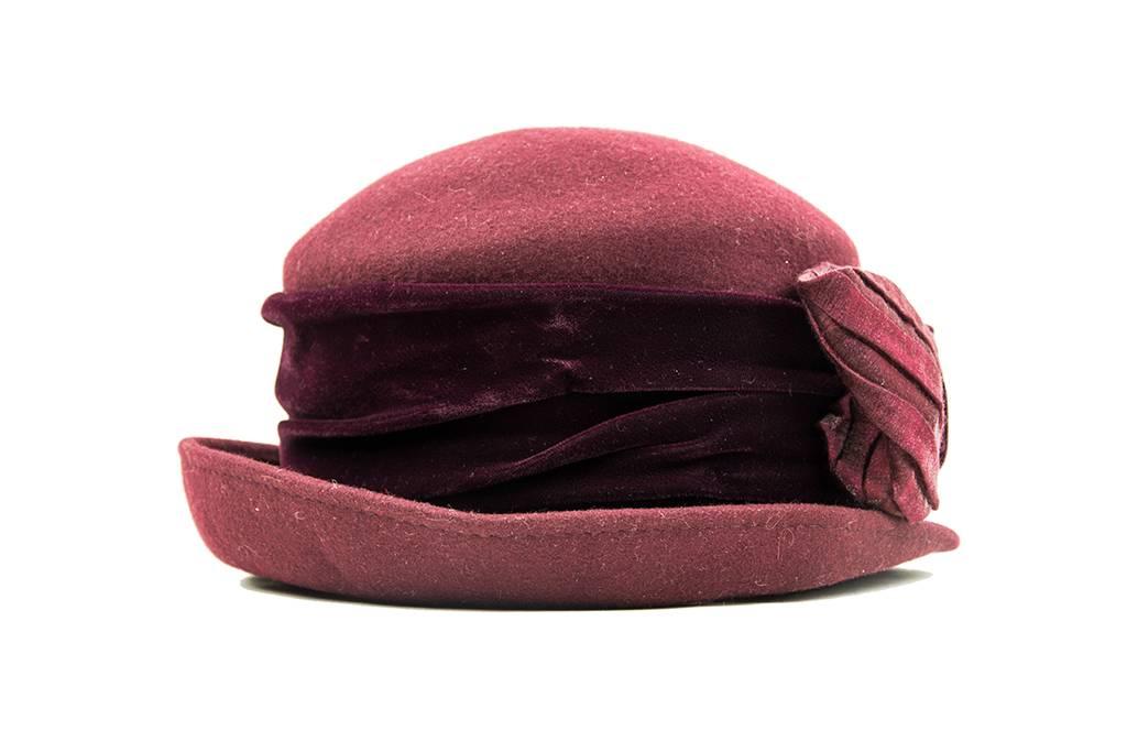 Charlotte misses hat