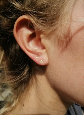 Single Tiny Earth Ear Stud Talamh, Gold Plated