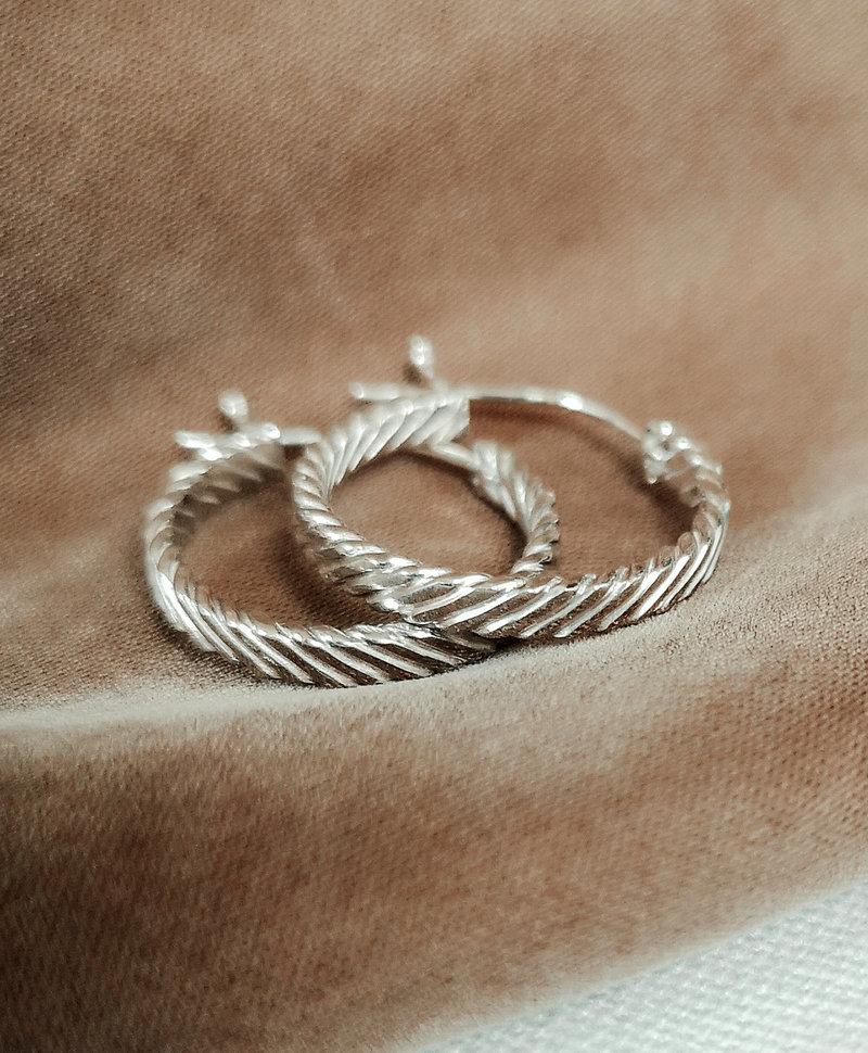 Single Big Twisted Hoop Ariadne, Silver