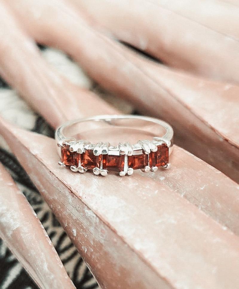 Zilveren Ring met Granaat Cassandra