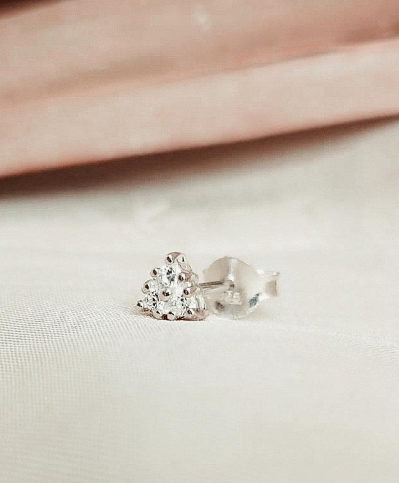 Enkele Zilveren Kristal Ear Stud Phoibe