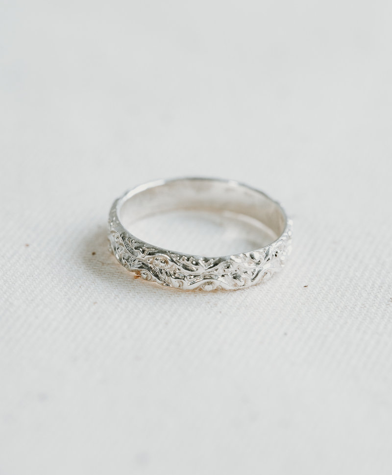 Antique Decorated Ring Selene, Silver