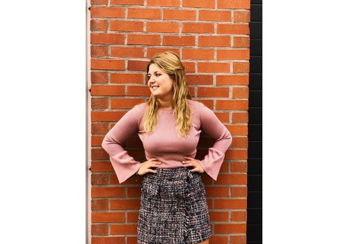 Clashy Sweater with flared sleeves rose