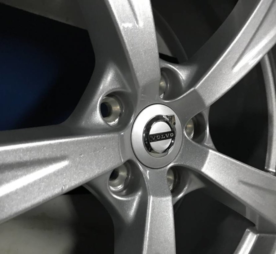 Volvo 18 inch 5-spaaks Sparkling Silver velgen + winterbanden XC60 XC90 ll vanaf 2017