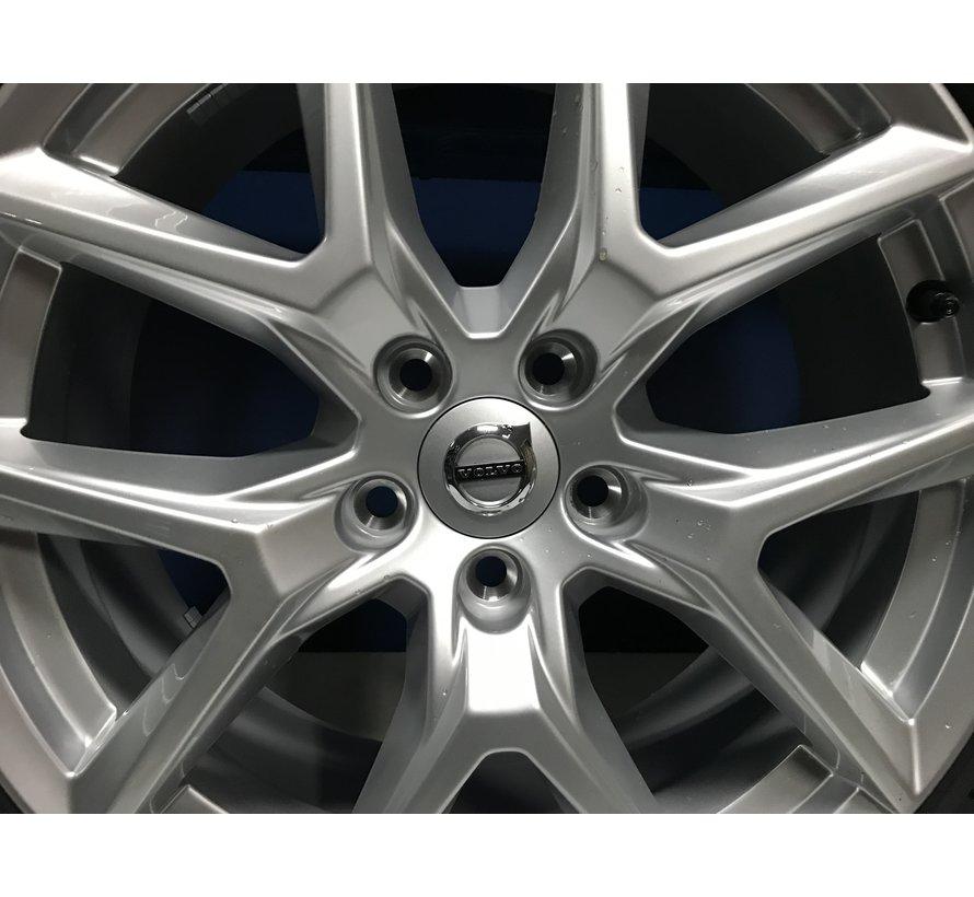 "Volvo 18"" Nieuwe 5-Y-Spoke Silver velgen + Pirelli winterbanden  XC60  >2016"