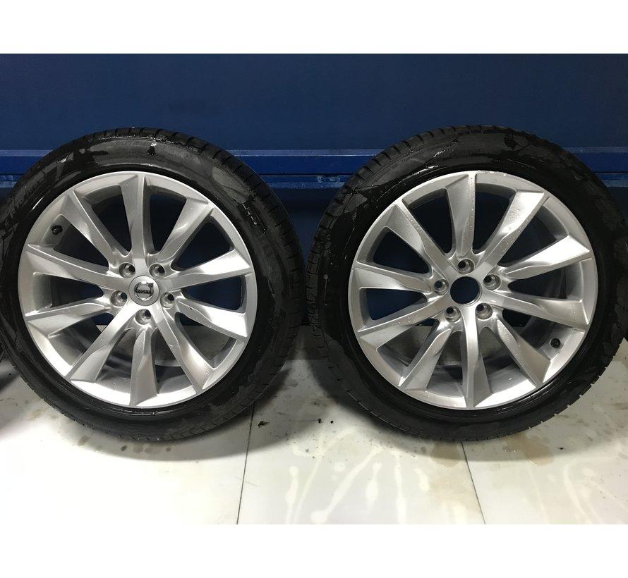 "Volvo 18 "" 10-spaaks Turbine Silver velgen + Pirelli zomerbanden"