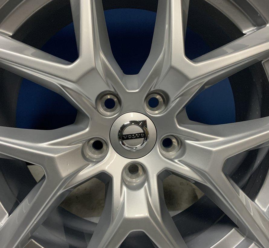 Volvo 18 inch Y spaak velgen + Zomerbanden V40