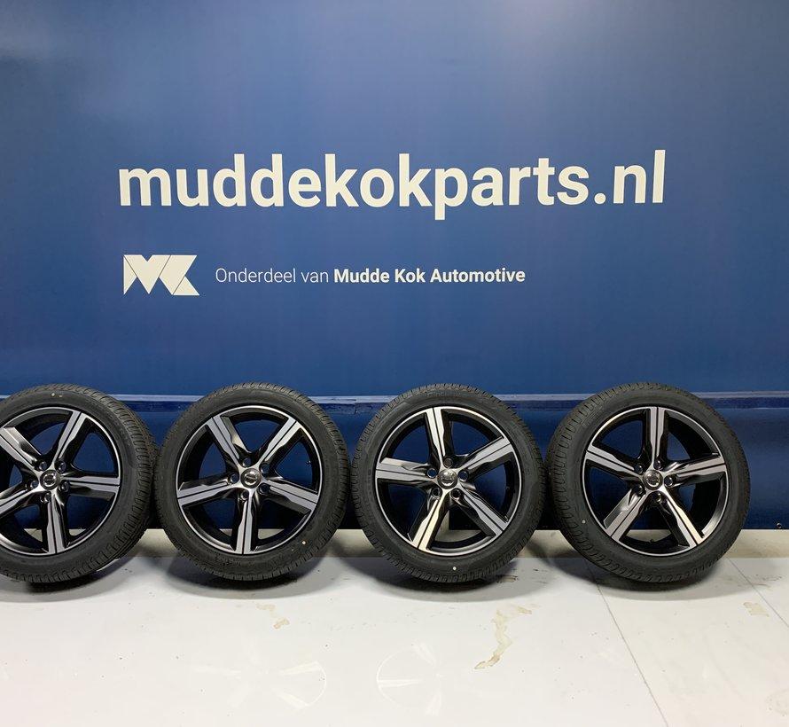 Volvo NIEUWE 17 inch Ixion III velgen + zomerbanden V40 C30 V50