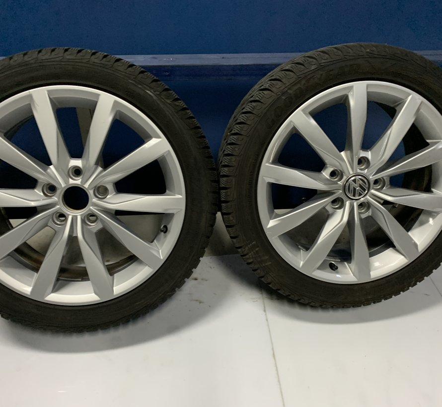 Volkswagen 17 inch velgen + winterbanden Golf 8